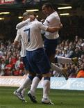 <p>A Inglaterra voltou ao topo da tabela de classificação em seu grupo nas eliminatórias para a Euro 2012, ao derrotar o País de Gales por 2 x 0 no Millennium Stadium neste sábado, gols de Frank Lampard e Darren Bent, matando o jogo logo no início. REUTERS/Stefan Wermuth</p>