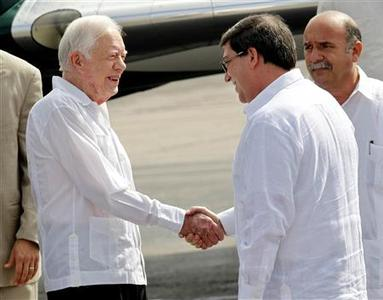 Former President Jimmy Carter shakes hands with Cuba's Foreign Minister Bruno Rodriguez at Havana's Jose Marti airport March 28, 2011. REUTERS/Enrique De La Osa