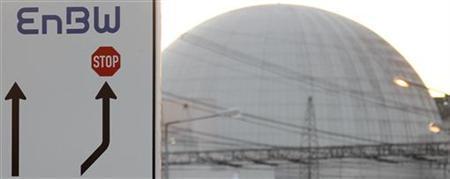 Verkehrsschild mit dem Logo des Energieunternehmens EnBW neben dem Atomkraftwerk in Phillipsburg am 21. März 2011. REUTERS/Kai Pfaffenbach