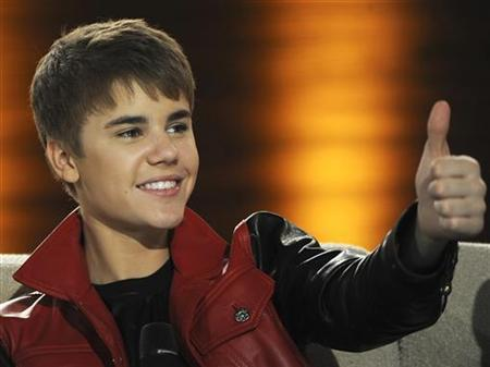Canadian singer Justin Bieber gives a thumbs-up during the German TV game show ''Wetten Dass...?'' (Let's make a bet) in Augsburg, southern Germany March 19, 2011. REUTERS/Christof Stache/Pool