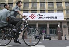 <p>China Unicom, deuxième opérateur mobile chinois, affiche un bénéfice net qui a plus que doublé au quatrième trimestre par rapport à l'année précédente, mais qui reste inférieur aux attentes des marchés. /Photo d'archives/REUTERS/Christina Hu</p>