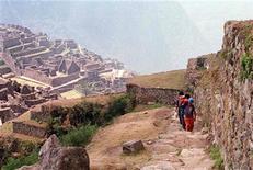 <p>Imagen de archivo de las ruinas de Machu Picchu en Perú. sep 9 1997. Perú recibió el miércoles el primer cargamento de piezas extraídas hace casi un siglo de la ciudadela inca de Machu Picchu que estaban en poder de la Universidad de Yale, dijo un funcionario del Gobierno. REUTERS/Archivo</p>