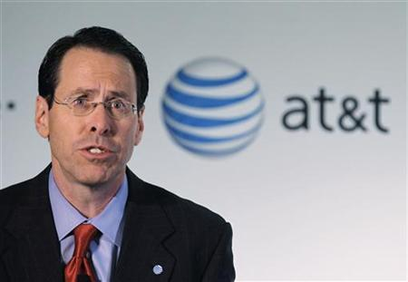 AT&T Inc. Chief Executive Officer Randall Stephenson announces his company's proposal to buy T-Mobile from Deutsche Telekom in New York, March 21, 2011. REUTERS/Brendan McDermid