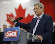 <p>Conservative leader and Canada's Prime Minister Stephen Harper speaks during a campaign stop at a specialty vehicle shop in Dieppe, New Brunswick April 1, 2011. REUTERS/Chris Wattie</p>