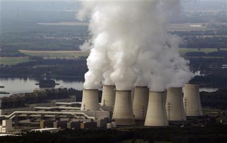 An aerial view shows Vattenfall's Jaenschwalde brown coal power station near Cottbus, eastern Germany August 8, 2010. REUTERS/Fabrizio Bensch