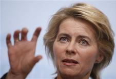 <p>German Labour Minister Ursula von der Leyen announces the December 2010 jobless figures during a news conference in Berlin, January 4, 2011. REUTERS/Thomas Peter</p>