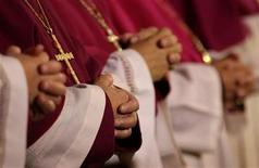 <p>German bishops fold their hands in prayers during a service to open the annual bishop's conference in Fulda, September 25, 2007. REUTERS/Kai Pfaffenbach</p>
