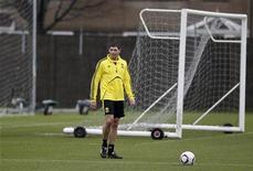 """<p>Игрок """"Ливерпуля"""" Стивен Джеррард на тренировке в Ливерпуле 23 февраля 2011 года. Капитан """"Ливерпуля"""" и игрок сборной Англии Стивен Джеррард пропустит остаток сезона из-за рецидива травмы паха, сообщил клуб в пятницу. REUTERS/Phil Noble</p>"""