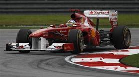 <p>O espanhol Fernando Alonso, da Ferrari, em treino classificatório deste sábado do Grande Prêmio da Malásia, previsto para este domingo. 09/04/2011 REUTERS/Russell Boyce</p>