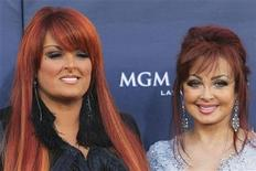 <p>The Judds, Wynonna Judd (L) and Naomi Judd arrive at the 46th annual Academy of Country Music Awards in Las Vegas April 3, 2011. REUTERS/Sam Morris</p>
