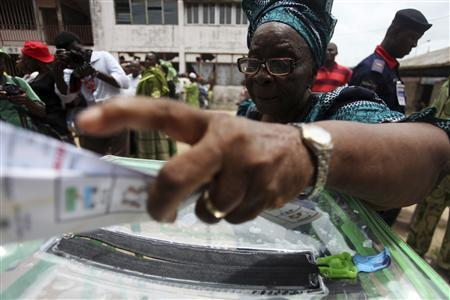 A woman casts her vote during parliamentary elections in Surulere district in Nigeria's commercial capital of Lagos April 9, 2011. REUTERS/Akintunde Akinleye