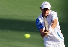 <p>Николай Давыденко на турнире ATP Dubai Tennis Championships, 23 февраля 2011 года. Николай Давыденко не смог пробиться во второй круг Monte Carlo Masters, оставив турнир без россиян. REUTERS/Saleh Salem</p>