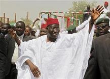 <p>Nigerian President Goodluck Jonathan waves to the crowd on arrival at a campaign rally in Kano, northern Nigeria, March 16, 2011. REUTERS/Joe Penney</p>