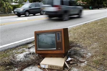 A discarded television is seen along a street in Miami, Florida February 23, 2009. REUTERS/Carlos Barria