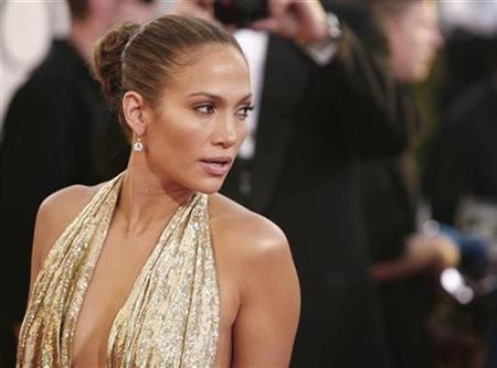 Jennifer Lopez arrives at the 66th annual Golden Globe awards in Beverly Hills, January 11, 2009. REUTERS/Lucas Jackson