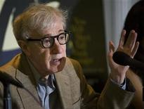 """<p>El cineasta Woody Allen durante una conferencia de prensa en el Festival de Cine de Toronto, sep 12 2010. La película de Woody Allen """"Midnight in Paris"""" abrirá el Festival de Cine de Cannes el 11 de mayo. REUTERS/Adrien Veczan</p>"""