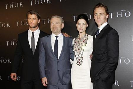 Director Kenneth Branagh (2nd L) poses for photographers with cast members Chris Hemsworth (L), Jaimie Alexander (2nd R) and Tom Hiddleston on the red carpet at the world premiere of their film 'Thor' in Sydney April 17, 2011. REUTERS/Daniel Munoz