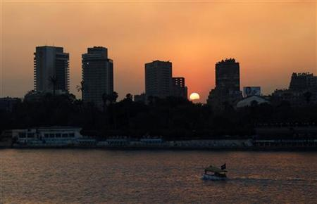 The sun sets over the river Nile in Cairo February 8, 2011. REUTERS/Dylan Martinez