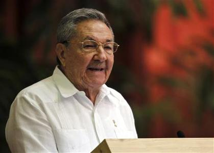 Cuba's President Raul Castro addresses the audience during the closing ceremony of Cuban communist congress in Havana April 19, 2011. REUTERS/Enrique De La Osa