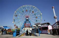 <p>The Wonder Wheel is seen at Coney Island in New York, April 1, 2010. REUTERS/Shannon Stapleton</p>