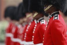 <p>Irish Guards prepare for an inspection at their barracks in Windsor, southern England April 21, 2011. The Guards will perform ceremonial duties at the wedding of Britain's Prince William and Kate Middleton on April 29. REUTERS/Eddie Keogh</p>