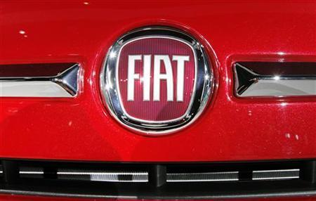 A Fiat logo is seen on the front of a Fiat 500 during the press days for the North American International Auto show in Detroit, Michigan, January 11, 2011. REUTERS/Mark Blinch