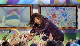 <p>Presenter Steven Tyler greets members of the audience on stage the 24th annual Nickelodeon Kids' Choice Awards in Los Angeles April 2, 2011. REUTERS/Mario Anzuoni</p>