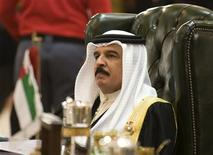 <p>Bahrain's King Hamad bin Isa al-Khalifa attends the opening session of the thirteenth Gulf Cooperation Council (GCC) Summit at Bayan Palace in Kuwait City in this December 14, 2009 file photo. REUTERS/Stephanie McGehee/Files</p>