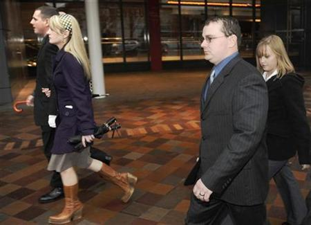 Blackwater Worldwide security guards Donald Ball (L) and Dustin Heard leave the federal courthouse in Washington, January 6, 2009. REUTERS/Jonathan Ernst