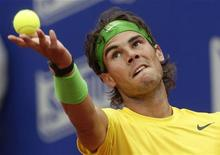 <p>O tenista espanhol Rafael Nadal, número um do mundo, durante o jogo contra o francês Gael Monfils. Nadal venceu de 6-2 e agora vai para as semi-finais do torneio Aberto de Barcelona. 22/04/2011 REUTERS/Albert Gea</p>