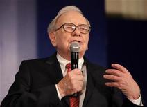 <p>Billionaire Warren Buffett speaks during a news conference in New Delhi March 24, 2011. REUTERS/B Mathur</p>