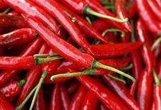 <p>Chillies are seen on sale at a market in Jakarta, January 6, 2011. REUTERS/Beawiharta</p>