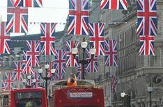 <p>Banderas británicas a lo largo de Regent Street para celebrar la próxima boda real REUTERS/Toby Melville</p>