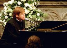 <p>Pop-star Elton John sings a rewritten version of his song 'Candle in the wind' as a tribute to Diana, Princess of Wales at her funeral, September 6. REUTERS/Paul Hackett</p>