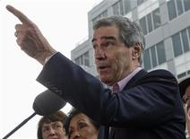 <p>Liberal leader Michael Ignatieff gestures while answering questions during an election campaign event in Vancouver, British Columbia April 26, 2011. REUTERS/Andy Clark</p>