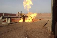 <p>A part of a gas pipeline is seen on fire near the northern city of al-Arish April 27, 2011. REUTERS/Stringer</p>