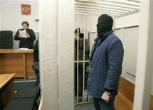 <p>Никита Тихонов в здании суда в Москве, 5 ноября 2009 года. Присяжные в московском суде признали двух националистов виновными в расстреле адвоката-антифашиста и журналистки в центре столицы зимой 2009 года. REUTERS/Sergei Karpukhin</p>