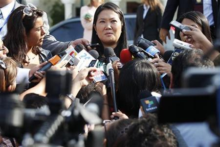 Peru's presidential candidate Keiko Fujimori speaks to the media after a meeting with Mexican President Felipe Calderon in Lima April 28, 2011. REUTERS/Enrique Castro-Mendivil
