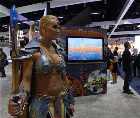 Hostess Mindi Smith, dressed as EverQuest game character Firiona Vie, stands during the Electronic Entertainment Expo or E3 in Los Angeles June 2, 2009. REUTERS/Mario Anzuoni
