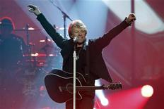 <p>Singer Bon Jovi performs a medley of hits at the 2010 American Music Awards in Los Angeles November 21, 2010. REUTERS/Mario Anzuoni</p>