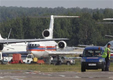 A Yakovlev Yak-42 aircraft (background, C) of Russian Emergencies Ministry, carrying Russian agents deported from the United States, is seen after landing at Domodedovo airport outside Moscow, July 9, 2010. REUTERS/Tatyana Makeyeva