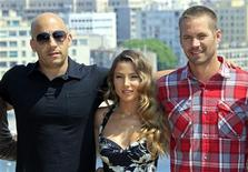 "<p>Vin Diesel (esq), Elsa Pataky e Paul Walker (dir)na estreia de ""Velozes e Furiosos 5"" em Marselha, na França. 28/04/2011 REUTERS/Jean-Paul Pelissier</p>"