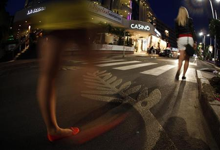 People make their way on the Croisette promenade before the start of the 64th Cannes Film Festival in Cannes May 9, 2011. REUTERS/Eric Gaillard