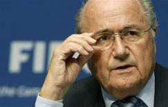 <p>Presidente da Fifa, Joseph Blatter, em coletiva de imprensa na sede da entidade em Zurique, Suíça. Blatter se distanciou do comitê executivo da Fifa nesta terça-feira, alegando que não foi ele que elegeu os membros e que não os definiria nem como anjos nem como demônios. 09/05/2011 REUTERS/Arnd Wiegmann</p>