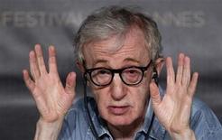 """<p>El cineasta Woody Allen durante una conferencia de prensa en el Festival de Cine de Cannes, Francia. mayo 11 2011. Las estrellas de Hollywood Robert de Niro y Jude Law animaron el miércoles la Riviera francesa, donde el miércoles comienza el Festival de Cine de Cannes con la comedia romántica de Woody Allen """"Midnight in Paris"""". REUTERS/Jean-Paul Pelissier</p>"""