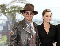 <p>Actors Johnny Depp and Penelope Cruz pose for photographers in front of the Kremlin during a news conference in Moscow May 11, 2011. REUTERS/Stringer</p>