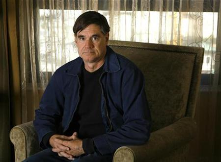 Gus Van Sant, director of the movie ''Milk'', poses for a portrait in Beverly Hills, California November 8, 2008. REUTERS/Mario Anzuoni