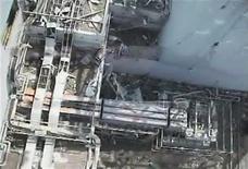 """<p>Реактор №1 японской АЭС """"Фукусима-1"""", 27 апреля 2011 года. Оператор аварийной японской АЭС Фукусима-1 зафиксировал утечку воды из считавшегося почти восстановленным реактора, что поставило под сомнения план урегулирования худшего со времен аварии в Чернобыле атомного кризиса. REUTERS/Tokyo Electric Power Co/Handout</p>"""