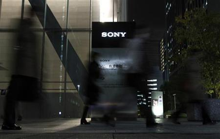 People walk in front of the Sony Corp's headquarters in Tokyo November 25, 2010. REUTERS/Toru Hanai