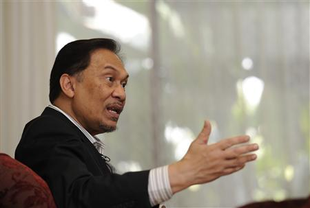 Malaysia's opposition leader Anwar Ibrahim speaks to Reuters during an interview at his residence in Kuala Lumpur May 16, 2011. REUTERS/Samsul Said